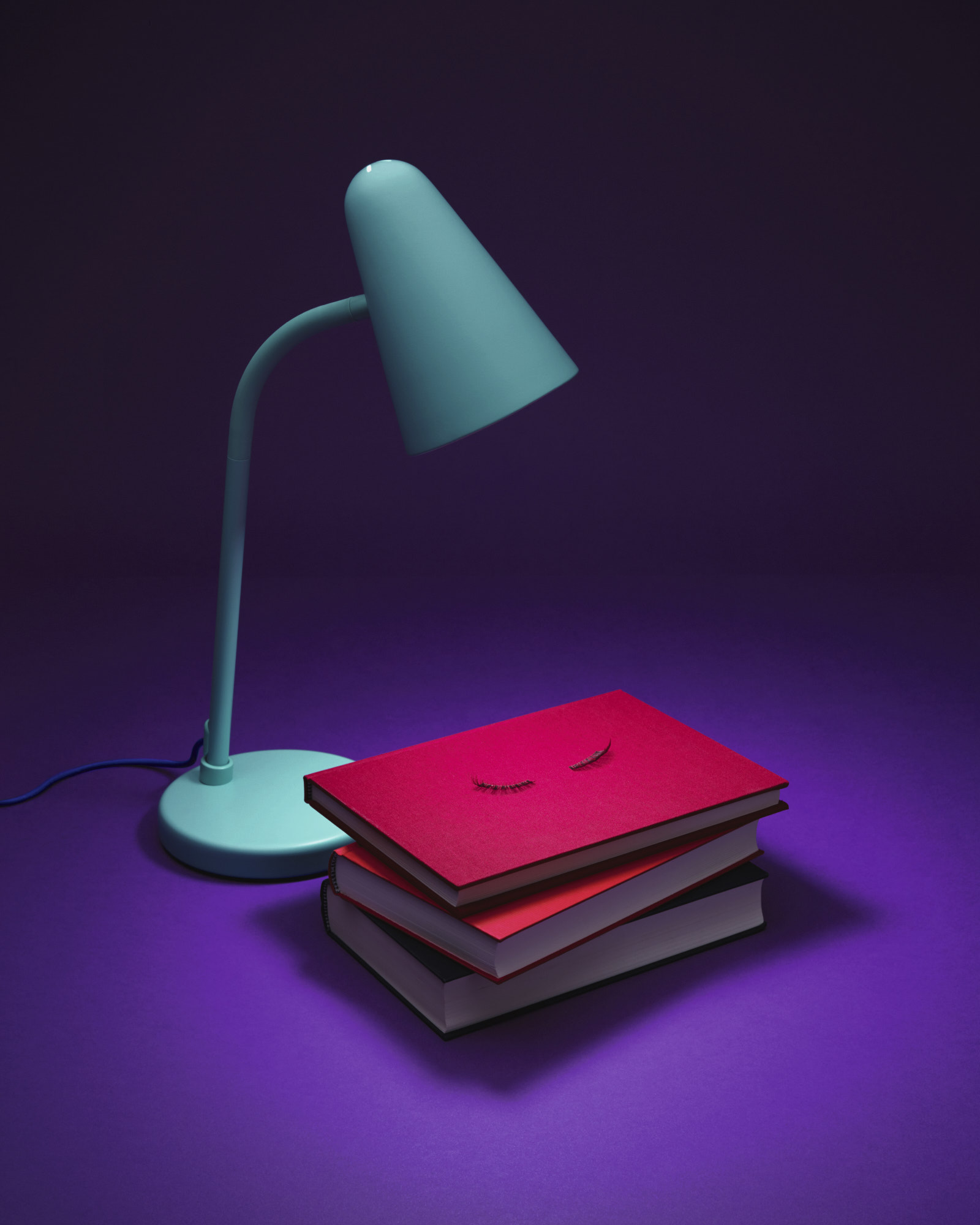 bernd-westphal-stillstars-cases-loved-kinderzimmer-lampe-Buch-still-life-photography-004